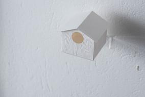 Sem título, 2014  Gravura objeto Impressão em relevo sem tinta (gofrado) sobre papel de algodão Dimensões: 07 cm x 07 cm x 07 cm Edição I: 10 impressões + P.A. e P.E.