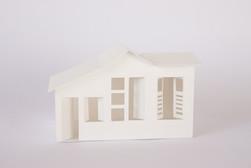 A casa, 2018  Dobradura de papel branco 200g/m² Dimensões: 06 cm x 08 cm x 05 cm Fotografia: Junior Luis Paulo