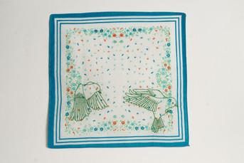 Vôo [parte do tríptico], 2020  Bordado sobre lenço de algodão estampado  Dimensões: 46 cm x 28 cm (parte 1) Fotografia: Junior Luis Paulo
