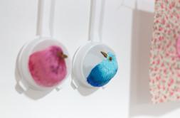 Sem título, 2019  Bordado sobre peneiras de cozinha  Dimensões: 17 cm x 08 cm x 04 cm (cada) Fotografia: Emmanuel Chaves