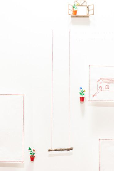 [...] para Manoel, 2019  Ateliê/instalação criado durante o processo de residência artística, na Sala das Artes, no Sesc Teresópolis/RJ. Desenhos, bordados, dobraduras de papel, miniaturas, objetos, brinquedos e carimbos com textos de Manoel de Barros. Residência artística: Programa Territórios | 8ª edição do Festival Sesc de Inverno | Perspectivas e Pluralidades. Fotografia: Emmanuel Chaves