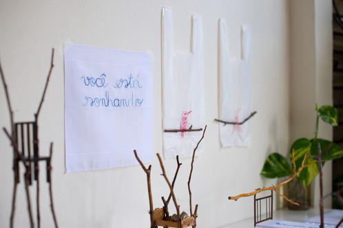 Residência 8, 2021  O projeto é uma residência artística com seis artistas capixabas, sediada na OÁ Galeria - Arte Contemporânea, em Vitória/ES, fazendo parte do processo seletivo de Editais da Lei Aldir Blanc, da Secult-ES.  A residência focou no processo, em demonstrar os momentos da criação e da elaboração do artista, que foram orientados pelos curadores Ananda Carvalho e Marcelo Campos.   Rick Rodrigues intensificou sua pesquisa sobre o bordado em suportes convencionais e/ou extra artísticos e na construção de pequenos mundos com miniaturas, brinquedos, galhos e pedras de rio recolhidas em João Neiva/ES.  Artistas do coletivo: André Arçari, Bruno Zorzal, Fredone Fone, Juliana Pessoa, Luciano Feijão e Rick Rodrigues.