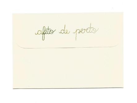 Afeto de perto, 2020  Bordado sobre envelope de cartão Dimensões: 11 cm x 16 cm