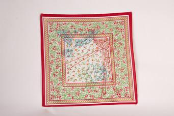 Pé de balanço [detalhe], 2017/18  Bordado sobre lenço de algodão estampado  Dimensões: 28 cm x 28 cm  Fotografia: Junior Luis Paulo