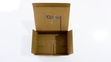 Vazio, 2020  Bordado sobre caixa de papelão Dimensões: 07 cm x 18,5 cm x 13,5 cm (fechada) | Dimensões variáveis (aberta)