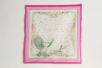 Vôo [parte do tríptico], 2020  Bordado sobre lenço de algodão estampado  Dimensões: 46 cm x 28 cm (parte 2) Fotografia: Junior Luis Paulo