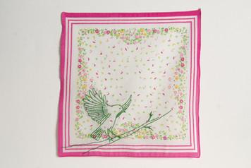 Vôo [parte 3 do tríptico], 2020  Bordado sobre lenço de algodão estampado  Dimensões: 46 cm x 28 cm  Fotografia: Junior Luis Paulo