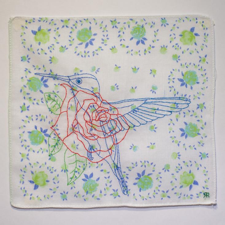 Revoada [detalhe], 2017  Bordado sobre lenço de algodão estampado Dimensões: 22 cm x 22 cm Fotografia: Junior Luis Paulo