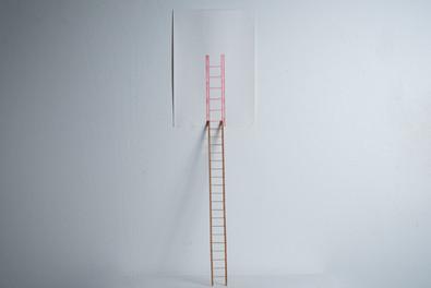 Sem título, 2016  Desenho objeto   grafites coloridos para lapiseira 0.5 mm sobre papel creme g/m²  200 e miniatura de madeira Dimensões: 100 cm x 100 cm x 100 cm