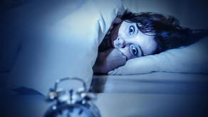 Você fala e se debate ao dormir? Alguma vez já acordou e ficou paralisado sem conseguir se mover?