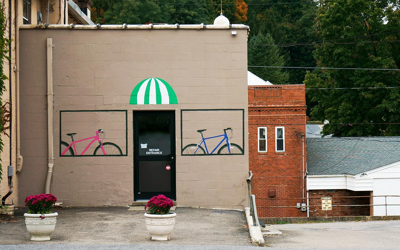 bicycle-repair-shop_15359217628_o.jpg