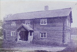 Gamle bygninger på gården Funni i Nes på Romerike