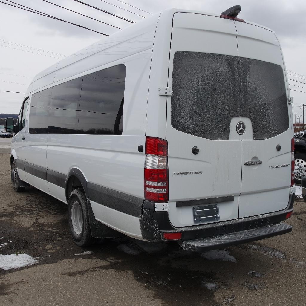 LGE-S103_Chuck-Extreme-Limousine-6