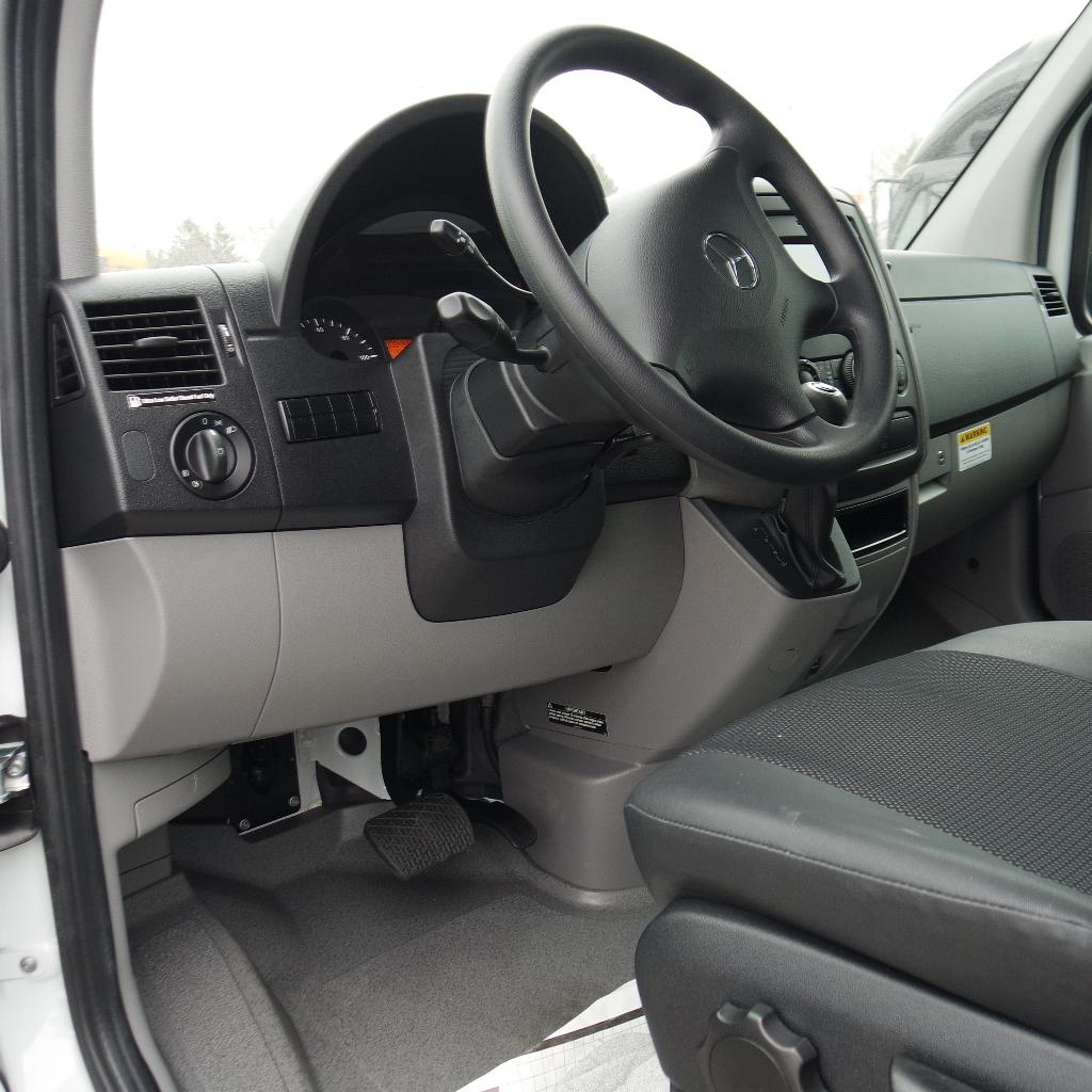 LGE-S103_Chuck-Extreme-Limousine-4