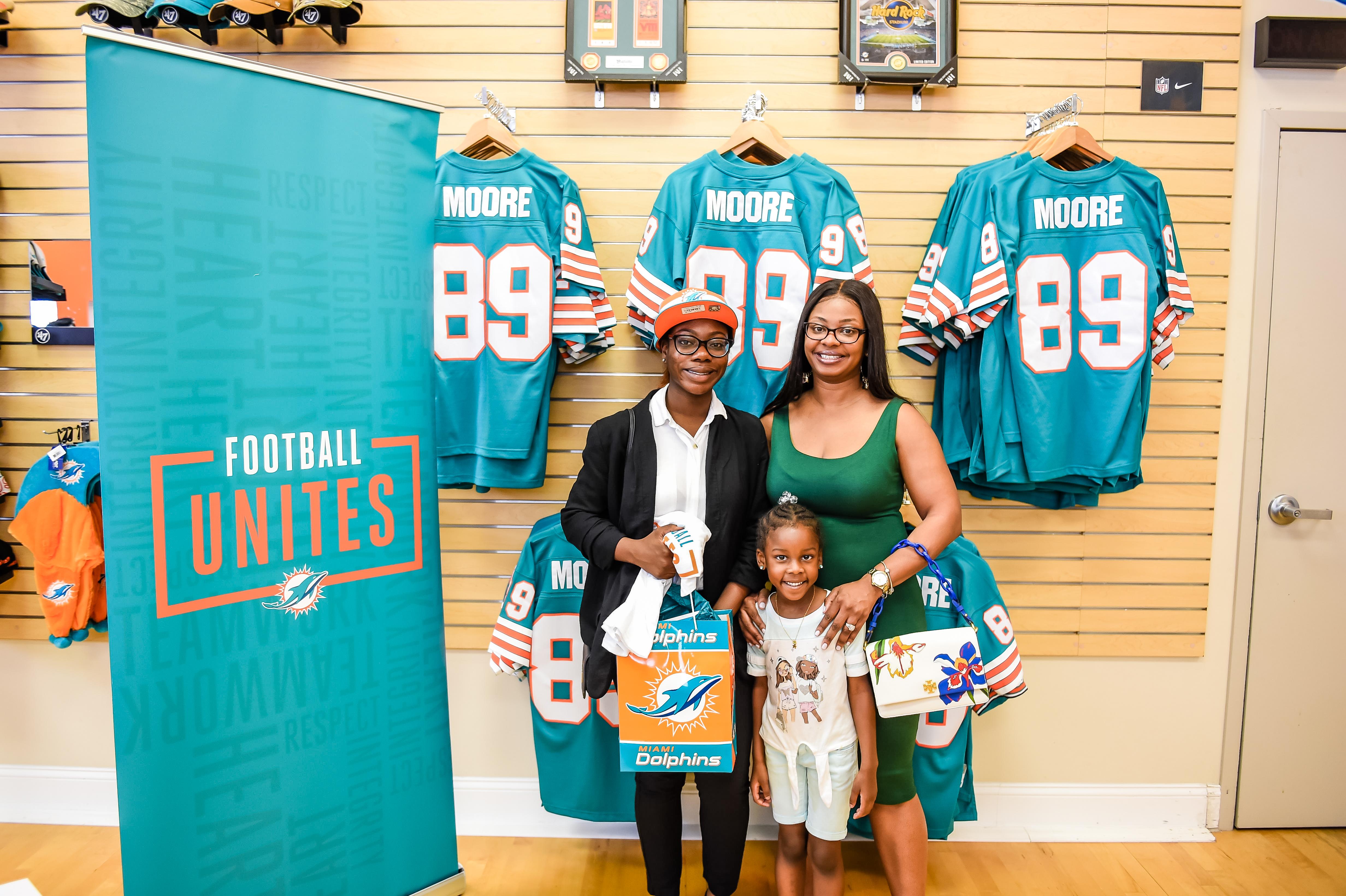 Miami Dolphins Select Niya Banks of Deer