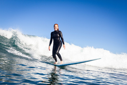 Elisa longboarding