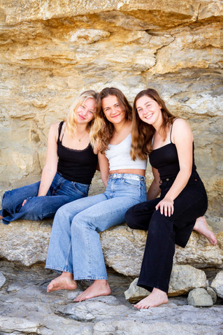 Friend group photoshoot on beach