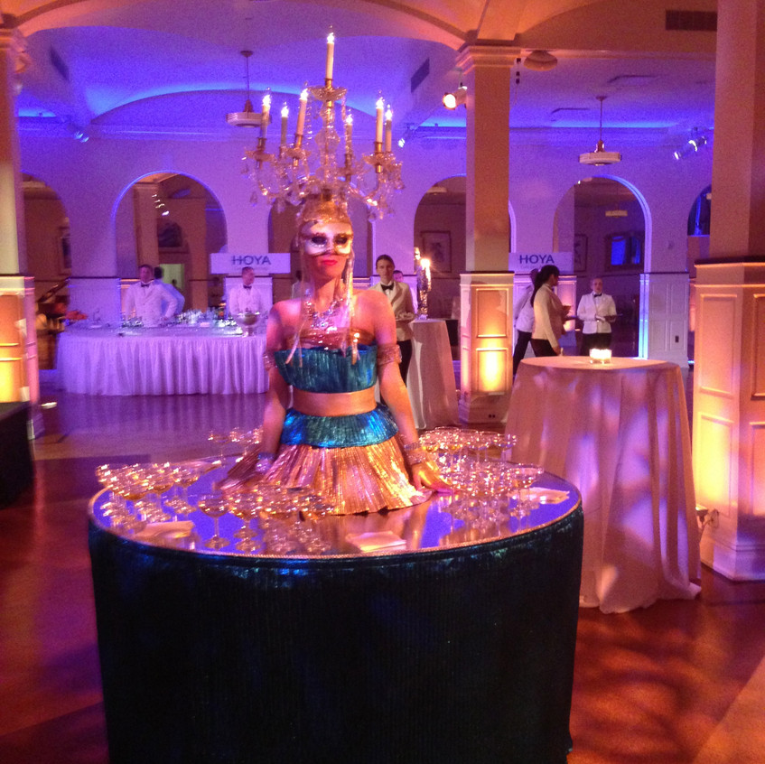 Greet your guests upon arrival with a gorgeous human strolling table serving glasses of champagne.