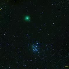 Pleiades e cometa