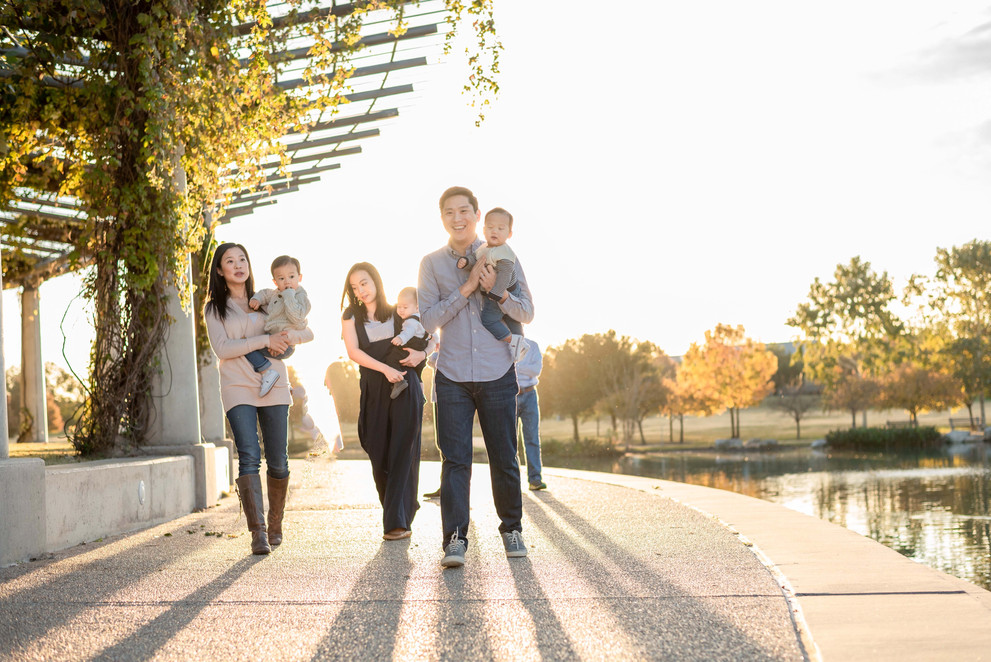 extended family session at mueller lake park