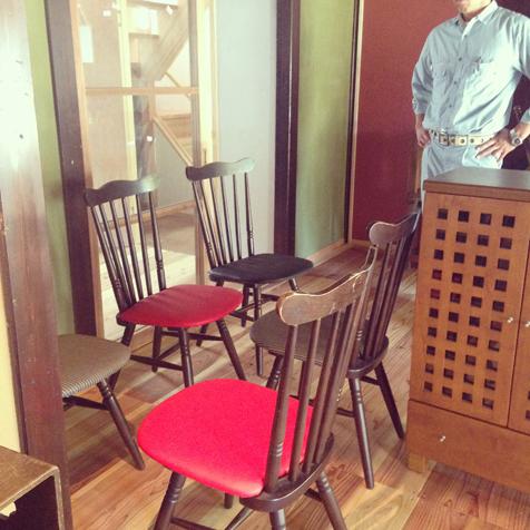 お客さんが座面張替えた椅子たち