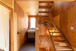 階段と手洗いコーナー