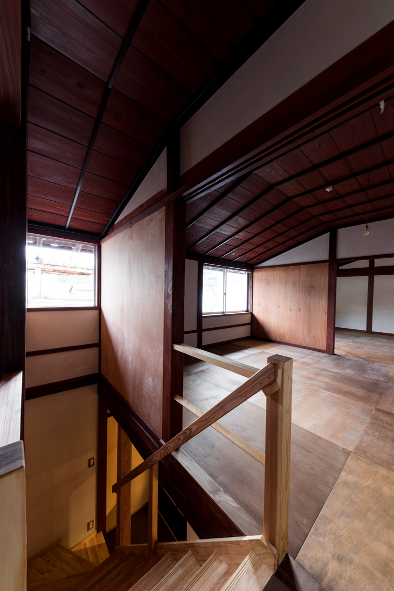2階 階段踊り場より