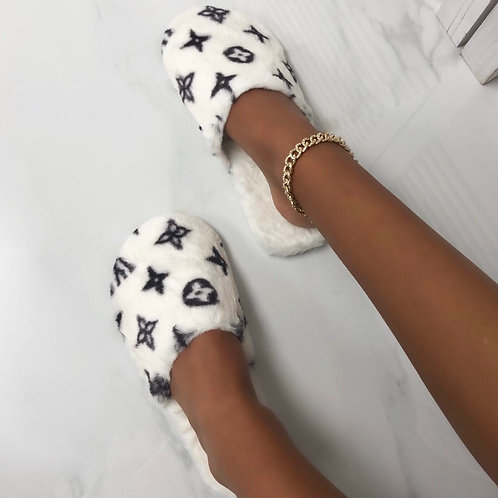 Lou- White Printed Closed Slippers