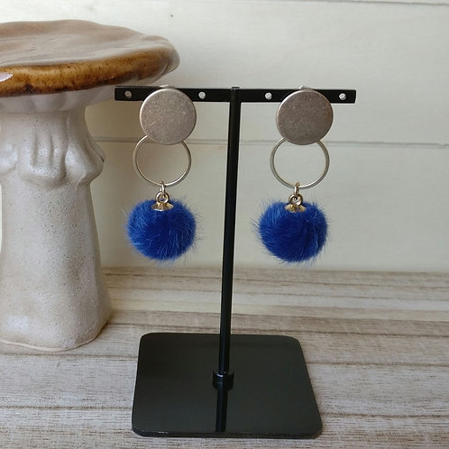 Oorbel pompon blauw