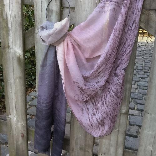 Sjaal van oudroze tot paars