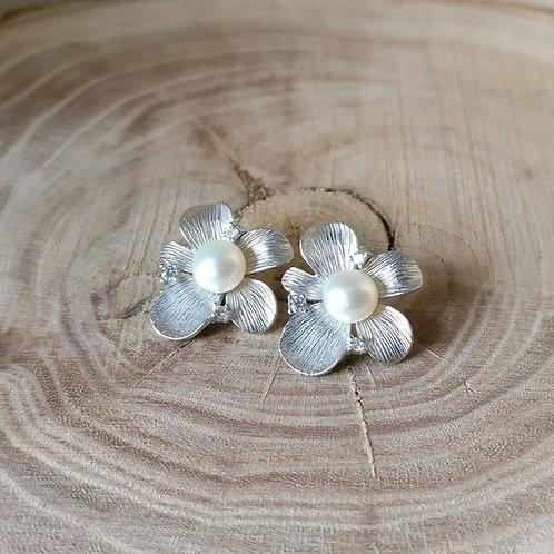 Oorknop zilver zirconium witte parel