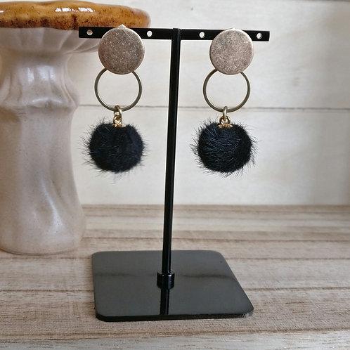 Oorbel pompon zwart
