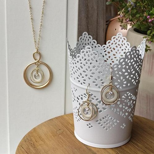 Set ketting+oorbellen goud-ivoor