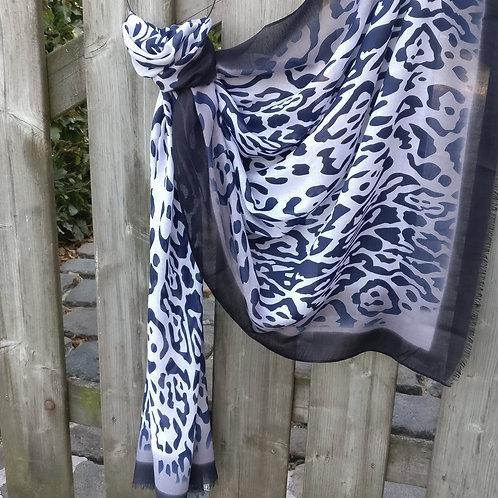Sjaal dierenprint donkerblauw met zwart boord