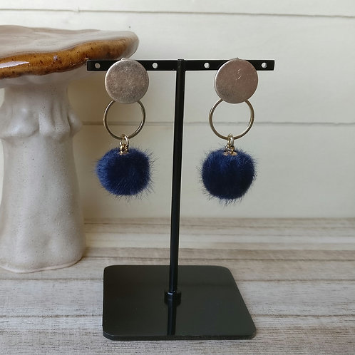 Oorbel pompon donkerblauw