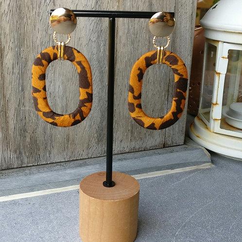 Oorbel satijn ovaal oranje/bruin