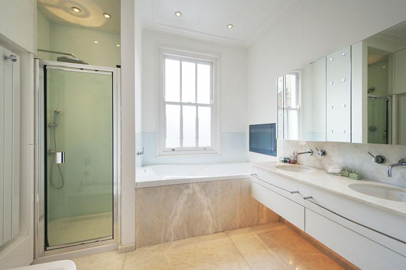 London house - master bathroom