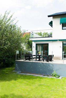 terrass och glasräcke