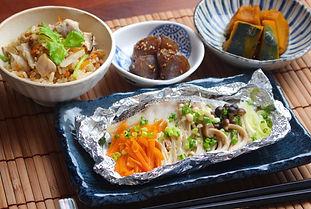 【レシピ全体画像】ホイル焼き、かぼちゃの煮物、炊き込みご飯、蒟蒻の甘辛煮.jpg