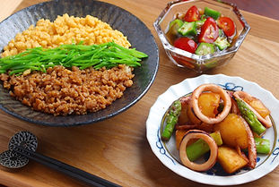 【レシピ画像全体像】追加コース 鶏そぼろの三食丼.jpg