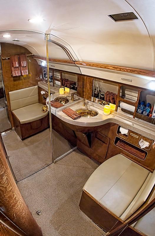 Gulfstream GIV lavatory