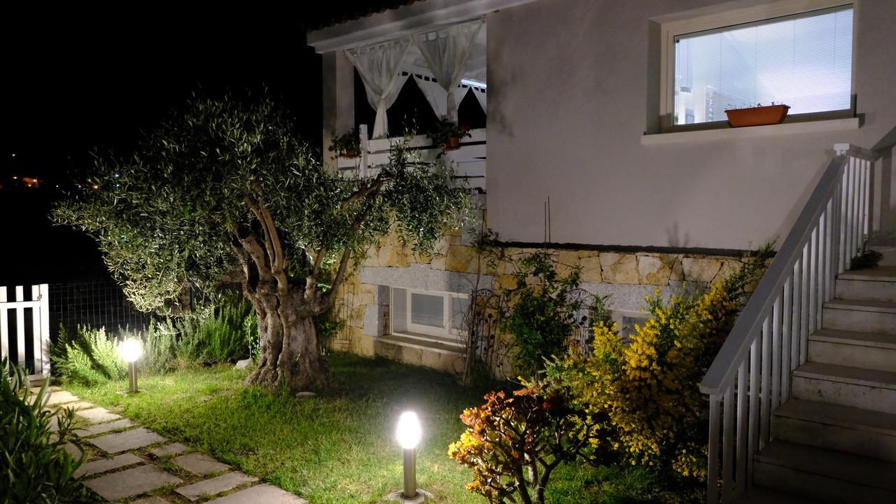 Il giardino all'ingresso - La Pecora Nera B&B