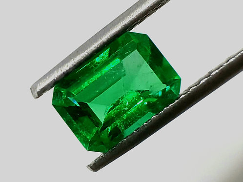 1.97 ct vivid green colombian Emerald loose gemstone