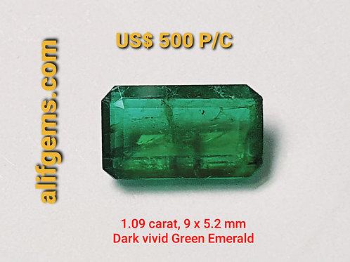 1.09カラットブラジル産のクリスタルのような見事なエメラルドの鮮やかなグリーン