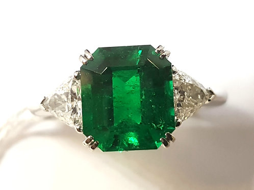 MAGNIFICIENT GRS 3.06 carat Muzo Minor Emerald and Diamond Ring