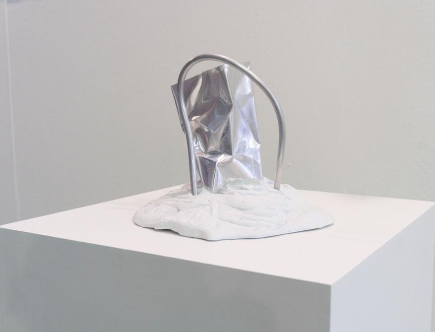 Sirius   2019   Plaster, pigment and aluminum   28 x 23 x 26cm