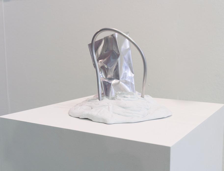 Sirius | 2019 | Plaster, pigment and aluminum | 28 x 23 x 26cm