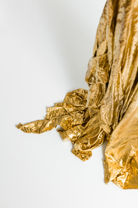 Golden Drapery is Getting Down | 2021 | acrylic, spray and fabric on iron | 100 x 27 x 32 cm