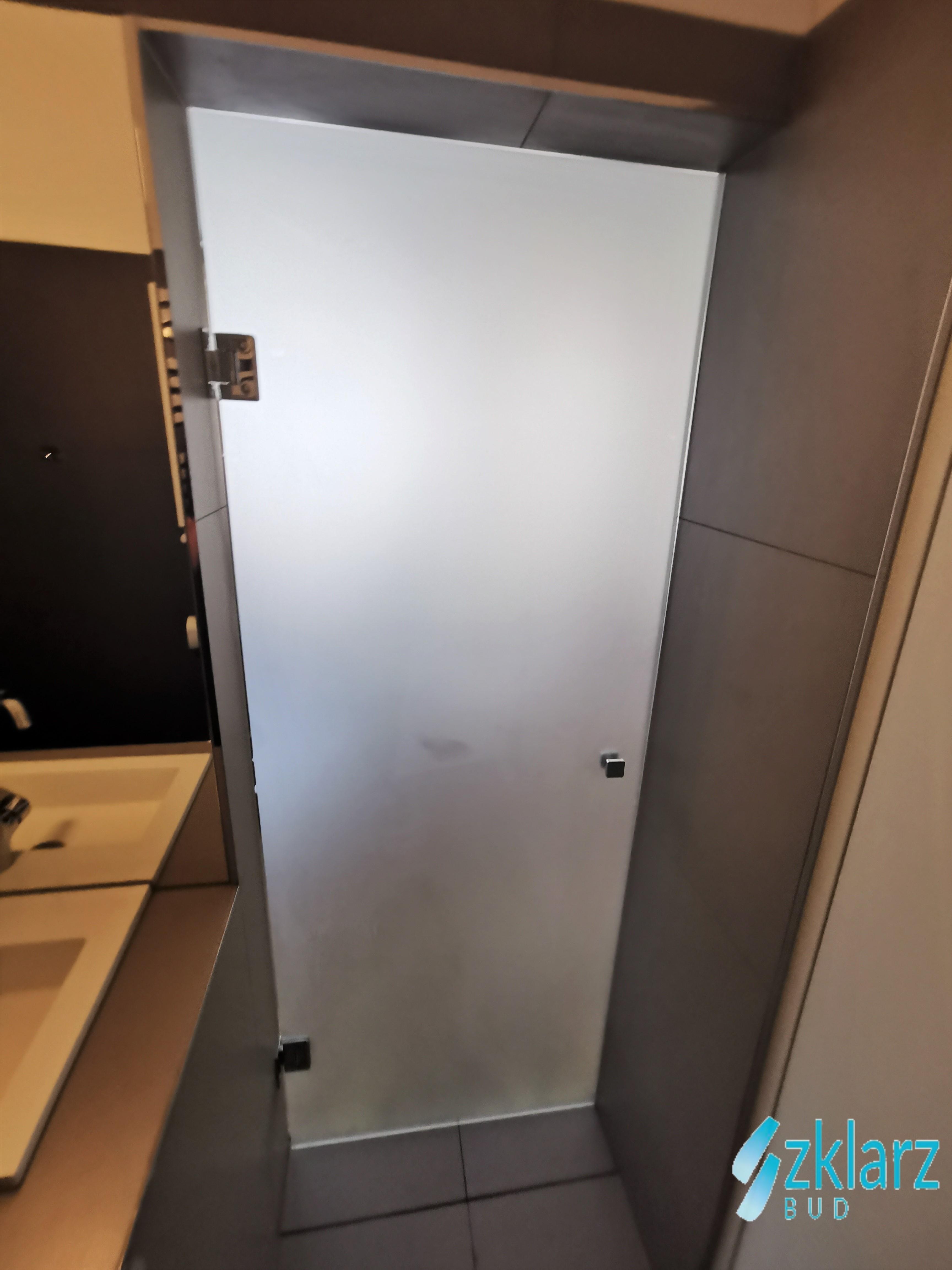 Drzwi ze szkła satynowego
