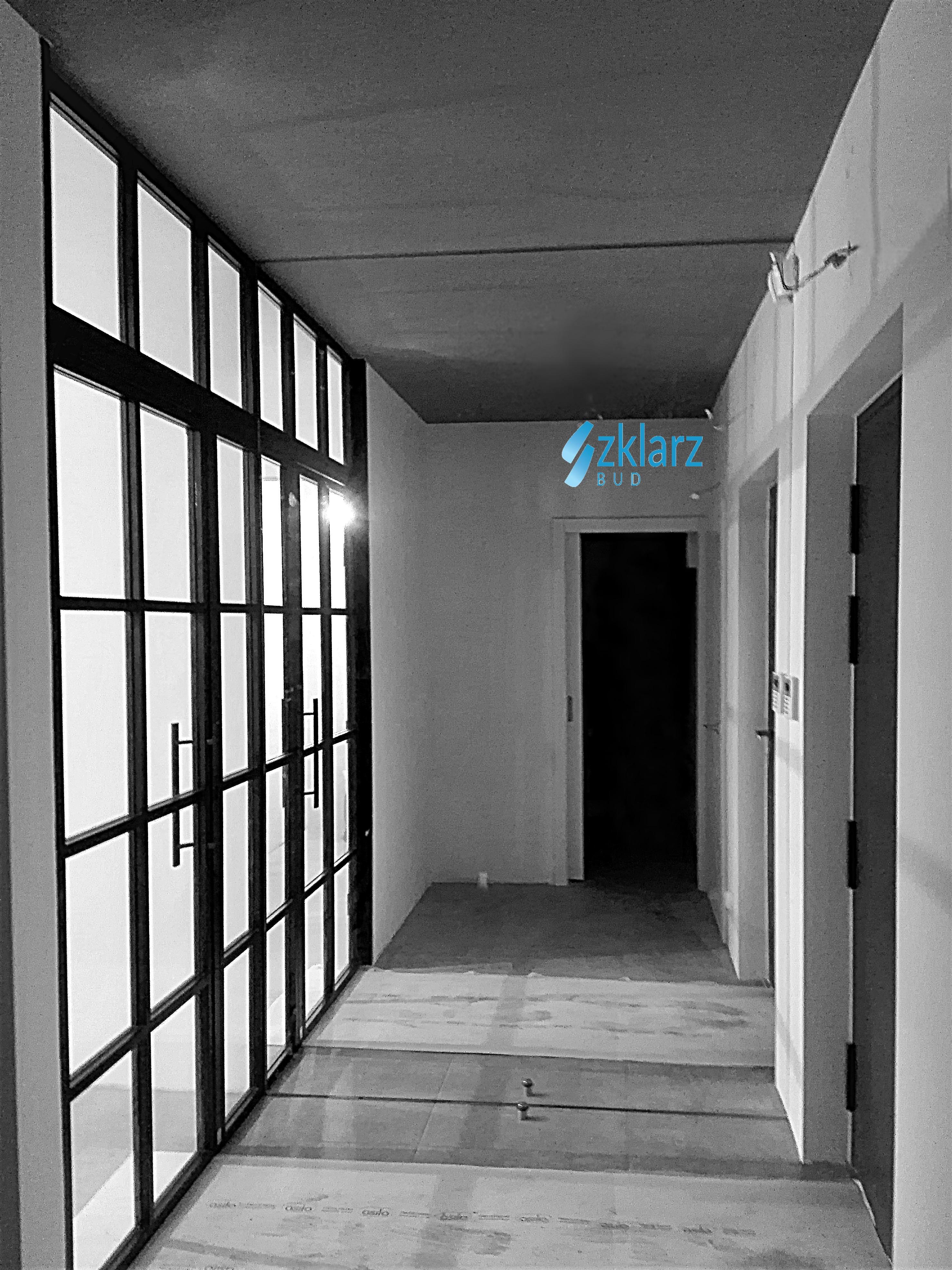 Lustro w korytarzu